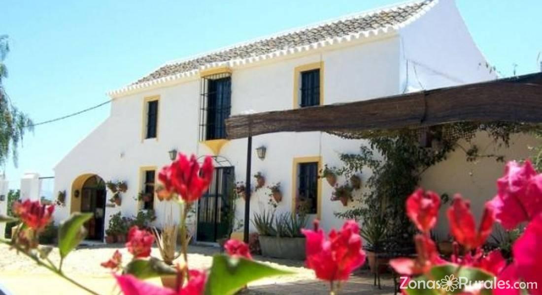 Resort campero las aguzaderas casa rural en el coronil for Casa rural sevilla piscina