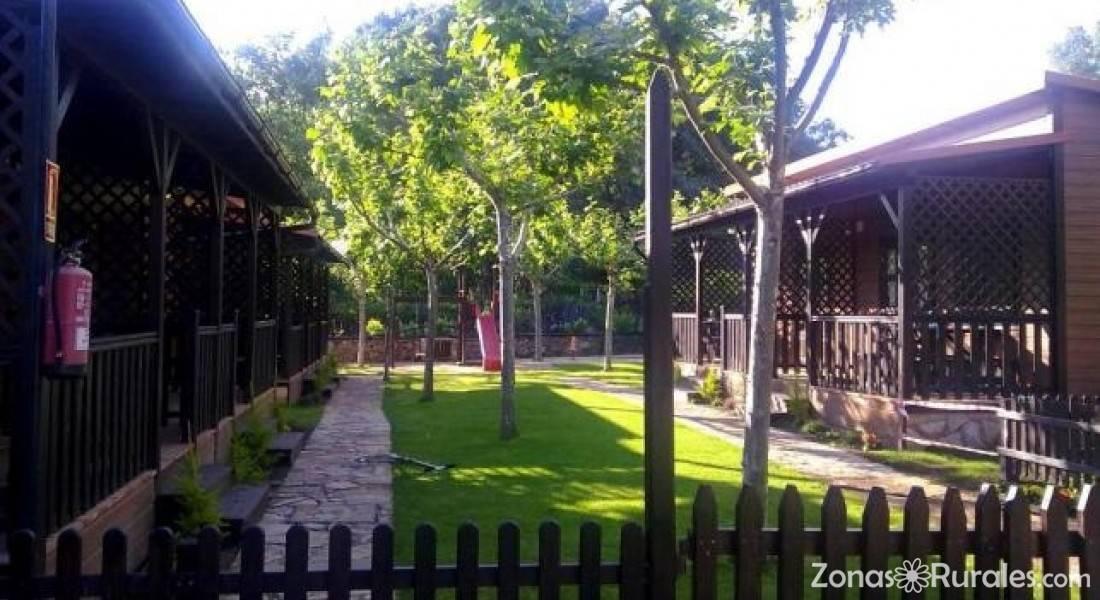 Complejo la mata camping y bungalows en madrigal de la vera c ceres - Piscinas naturales la rioja ...