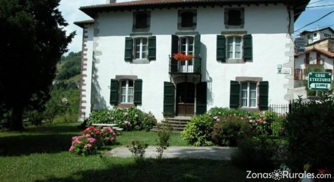 Casas rurales etxezuria casa rural en valcarlos navarra - Casas rurales e ...