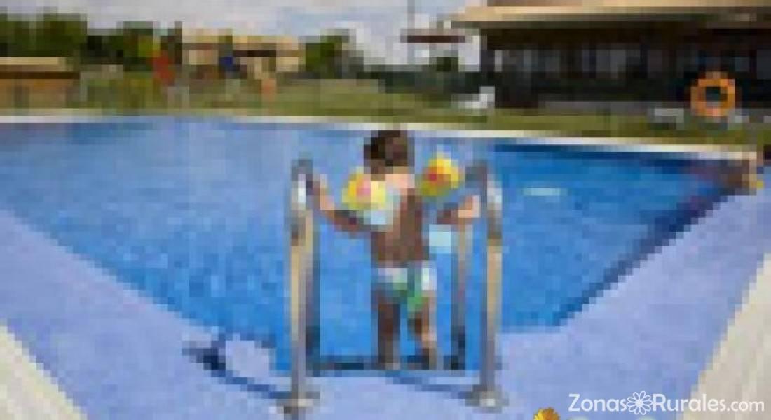 Camping bardenas camping y bungalows en villafranca for Camping en navarra con piscina