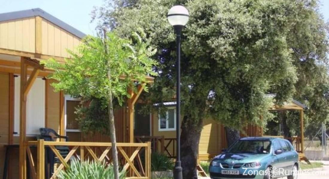 Camping bungalows sierra de la culebra camping y - Fotos de bungalows de madera ...