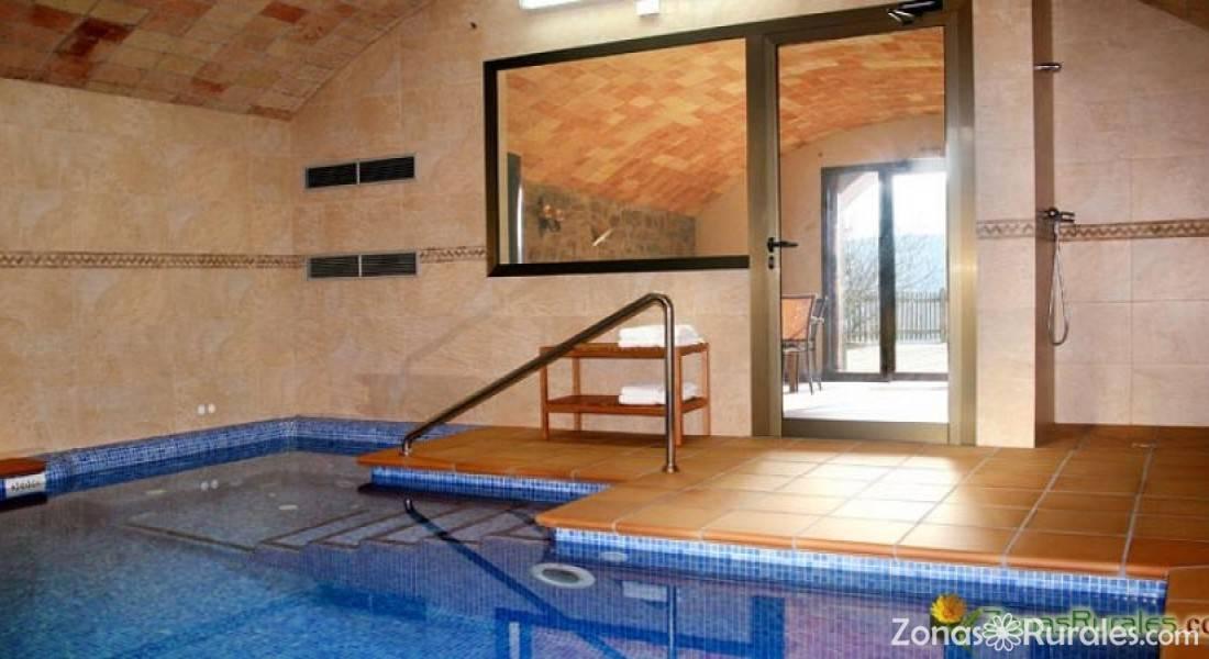 Casa flotats casa rural en clariana de cardener lleida for Piscina climatizada teruel