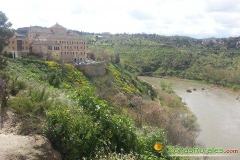Espectacular paisaje en Toledo bañado por el río Tajo