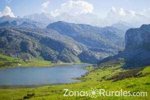 Bonitas vistas al lago Ercina en Covadonga, Asturias